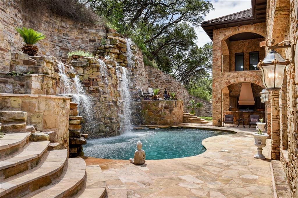 604 Logans Ln Property Photo 1