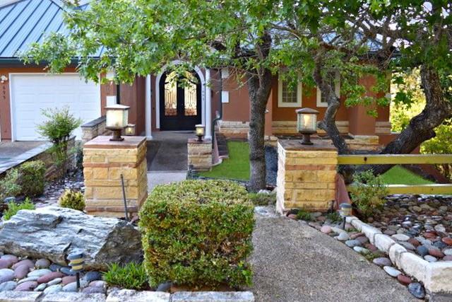 695 Sunset Dr Property Photo 1