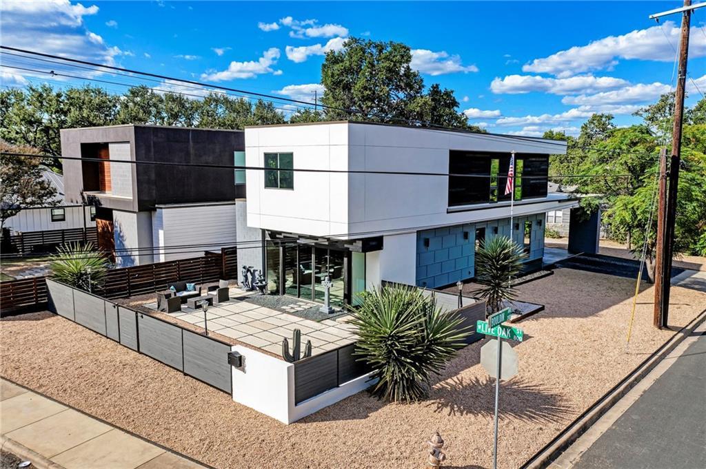 900 W Live Oak St Property Photo 1