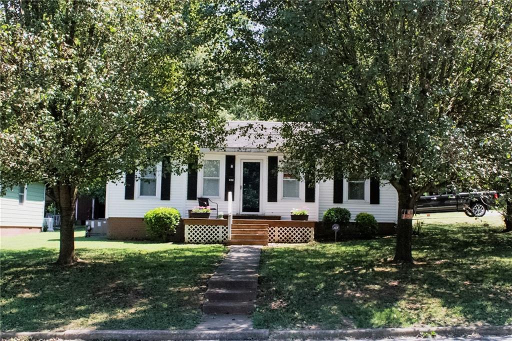 301 Apple Street Property Photo 1