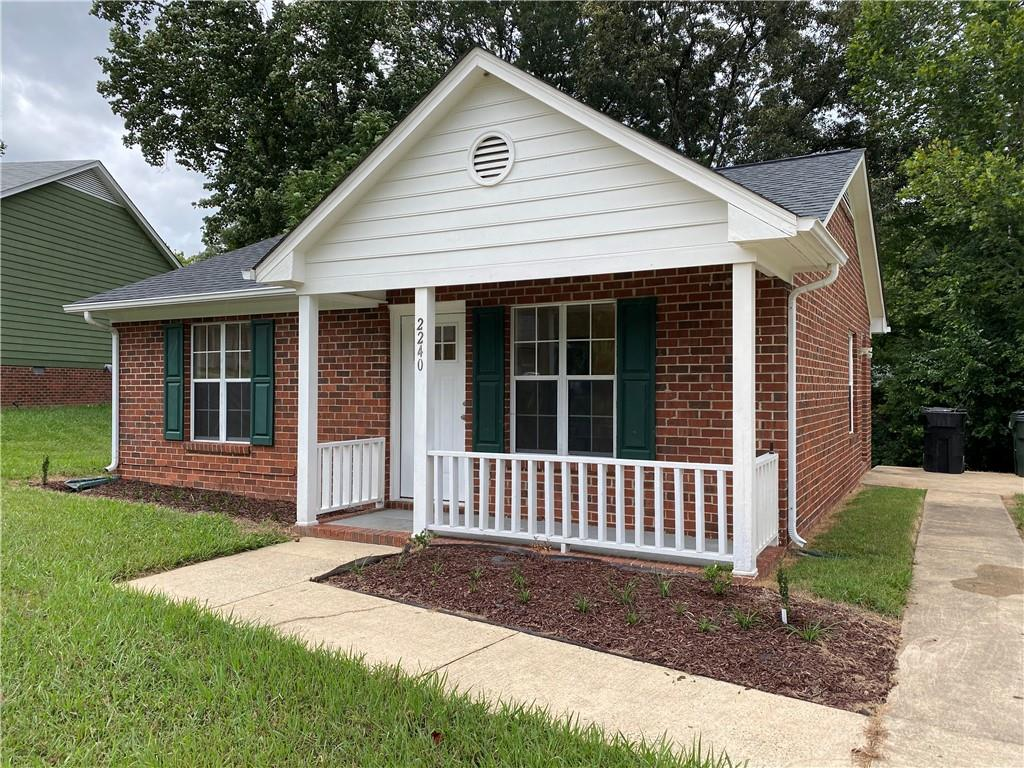 2240 Pineknoll Terrace Property Photo 1