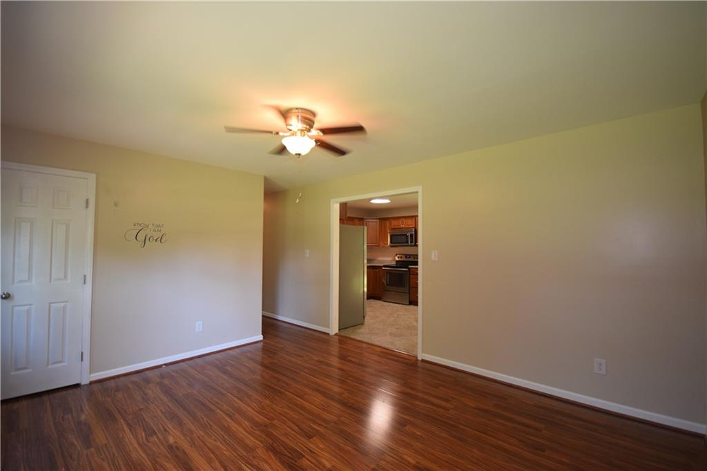 2851 Springfield Drive Property Picture 9