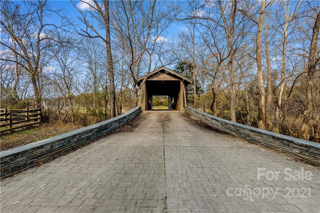 1669 Moore Road Property Photo 28