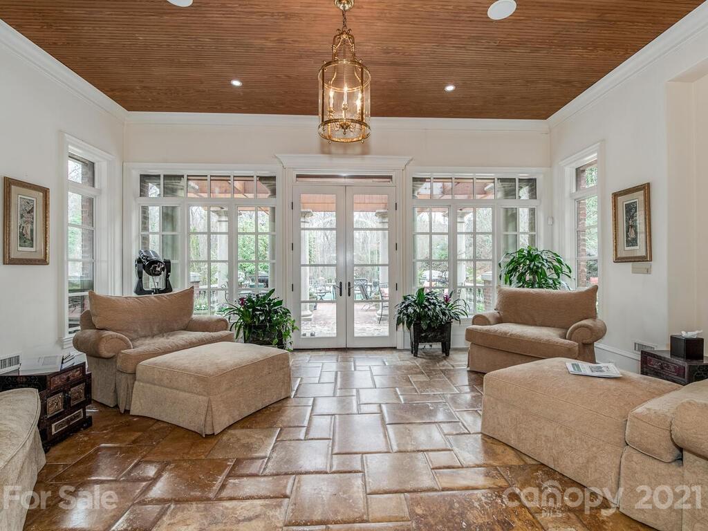 2342 Rock Creek Drive Property Photo 10