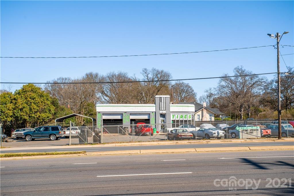 3700 Wilkinson Boulevard Property Photo