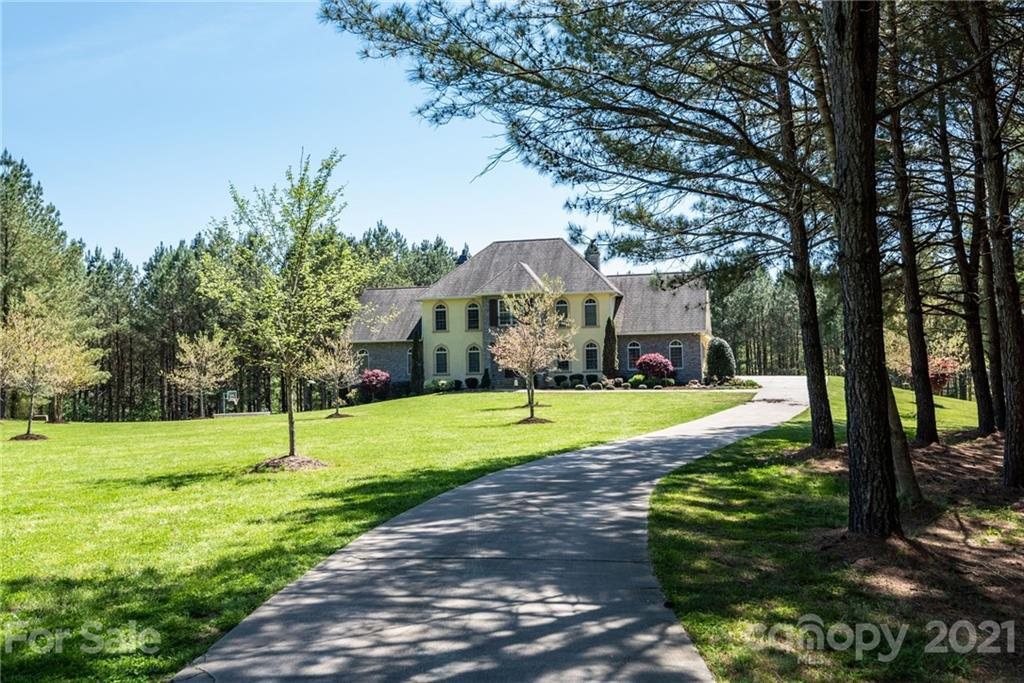4597 Hickory Nut Ridge Road Property Photo