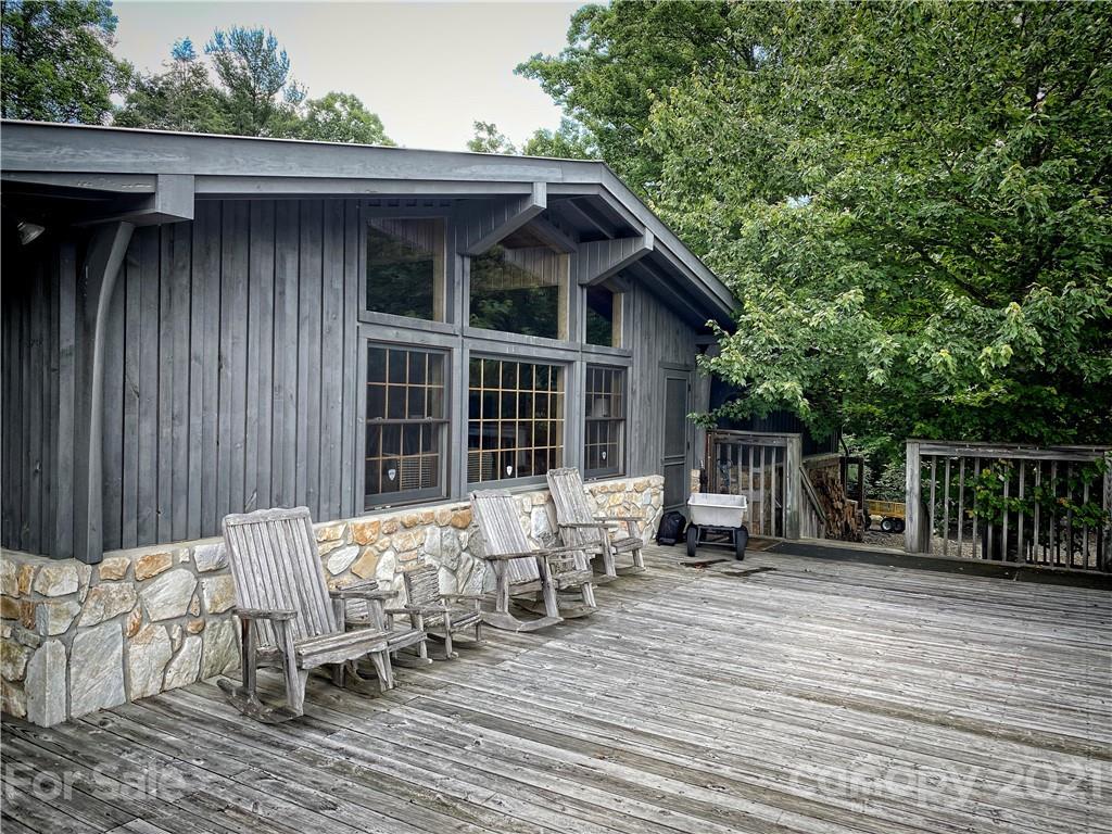 2736 White Oak Flats Road Property Photo 3