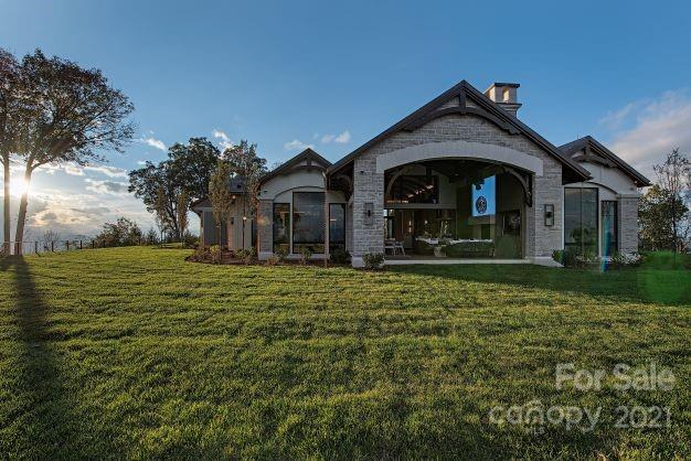 264 Skycliff Drive Property Photo 5
