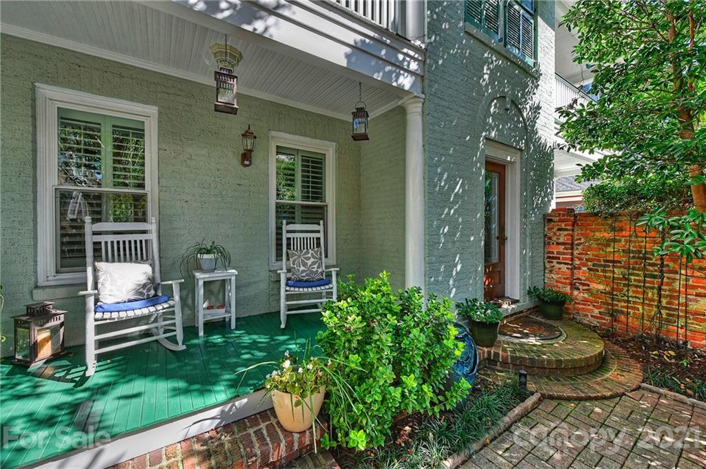 404 W 8th Street Property Photo