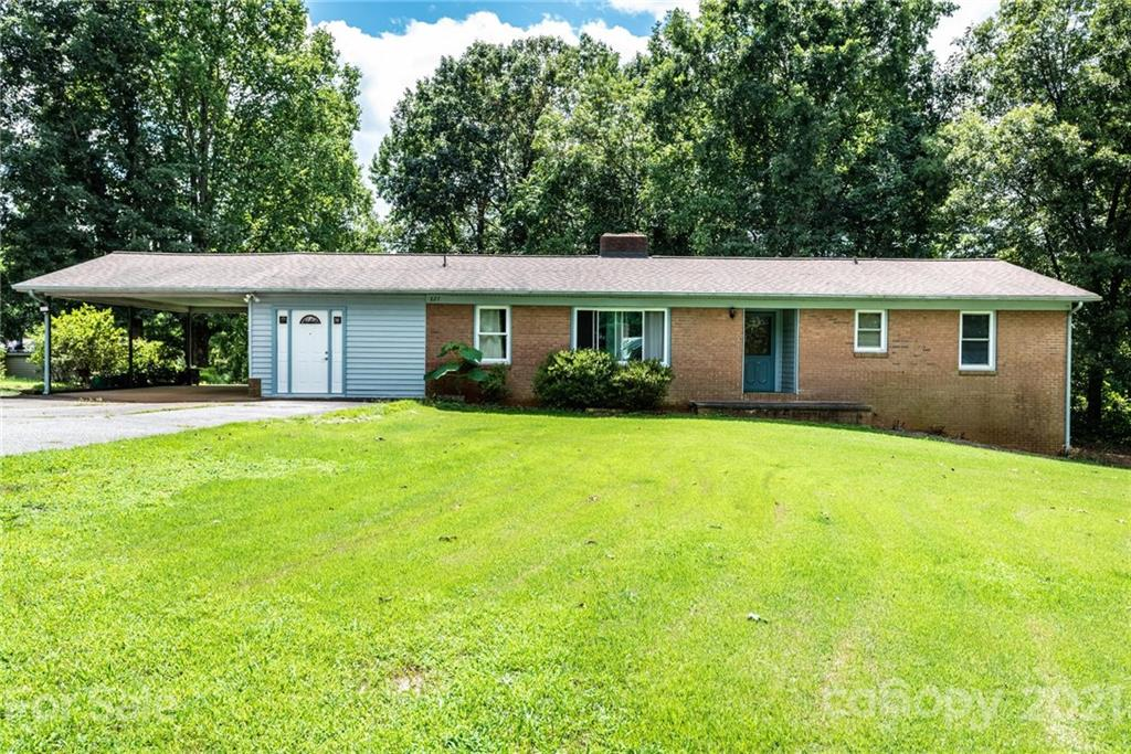827 Pineburr Avenue Property Photo