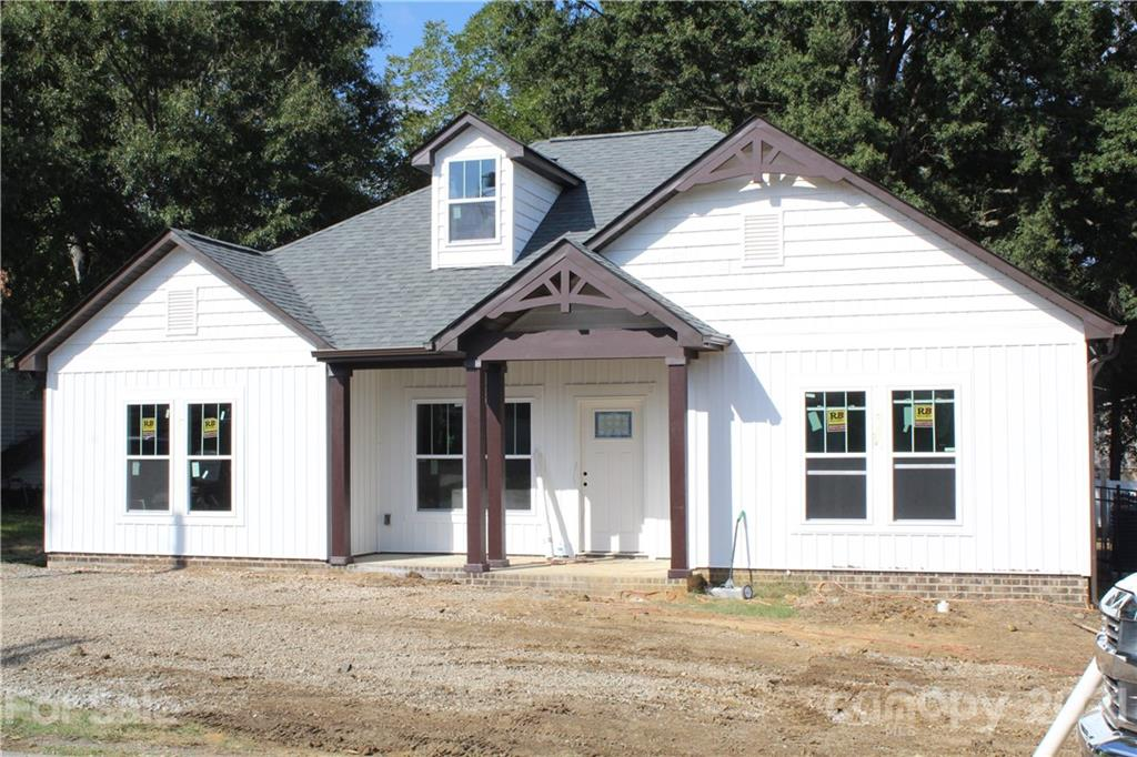 8619 Lee Street Property Photo