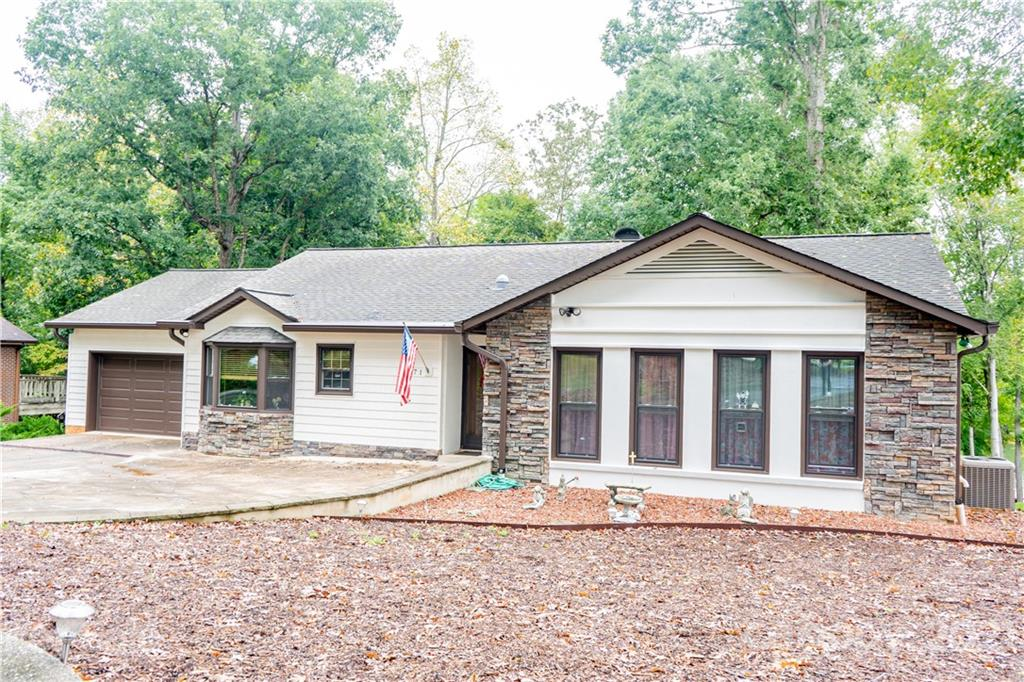 671 Wood Hollow Road Property Photo