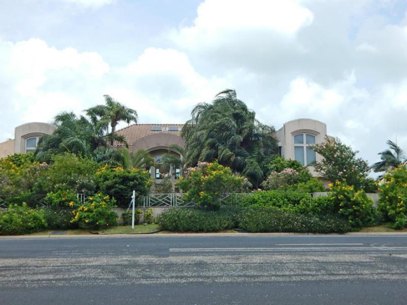6018 Ocean Dr Property Photo 3
