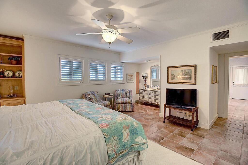 6 Malibu Lane Property Photo 33