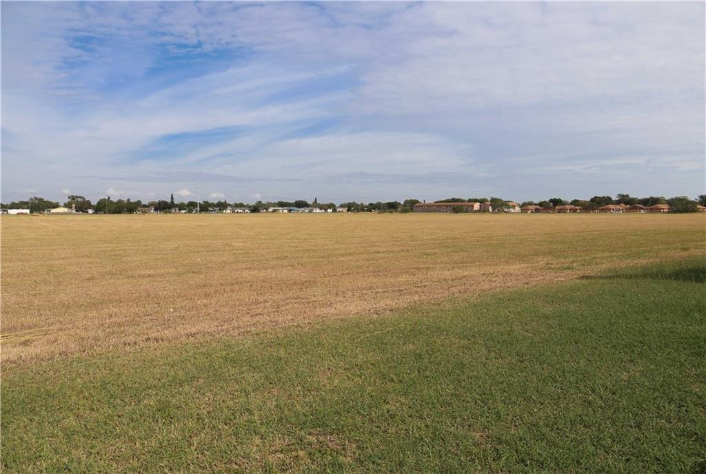 1753 Greenwood Dr Property Photo 1