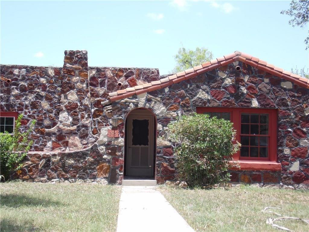 205 E Mesquite St Property Photo 1