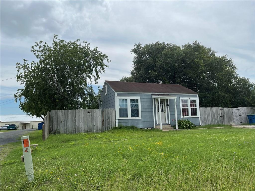 809 N Madison Avenue Property Photo 1