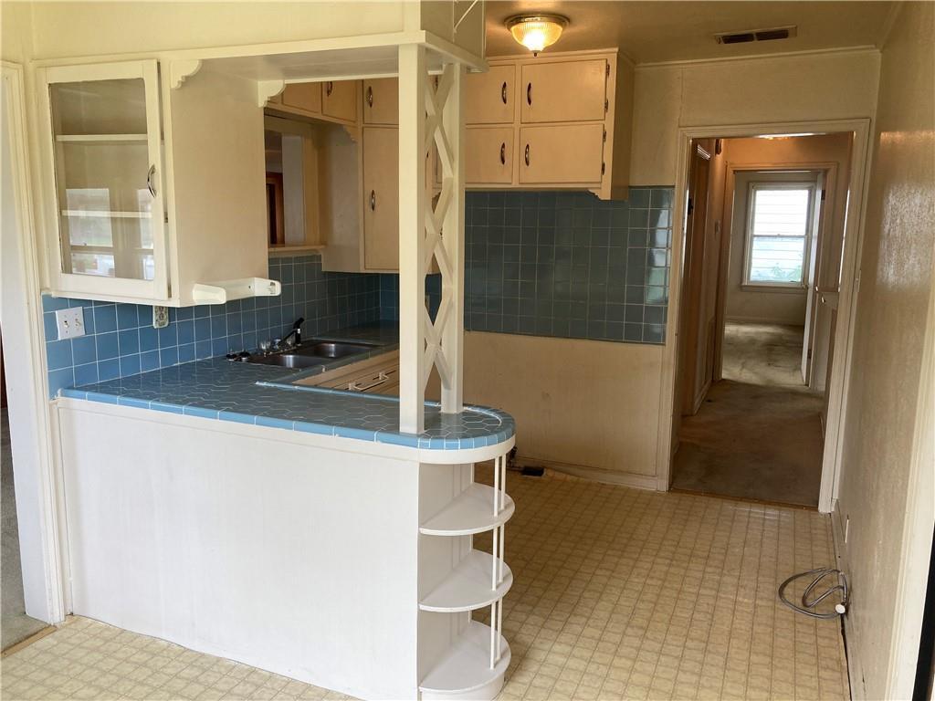 601 E Henderson St Property Photo 8