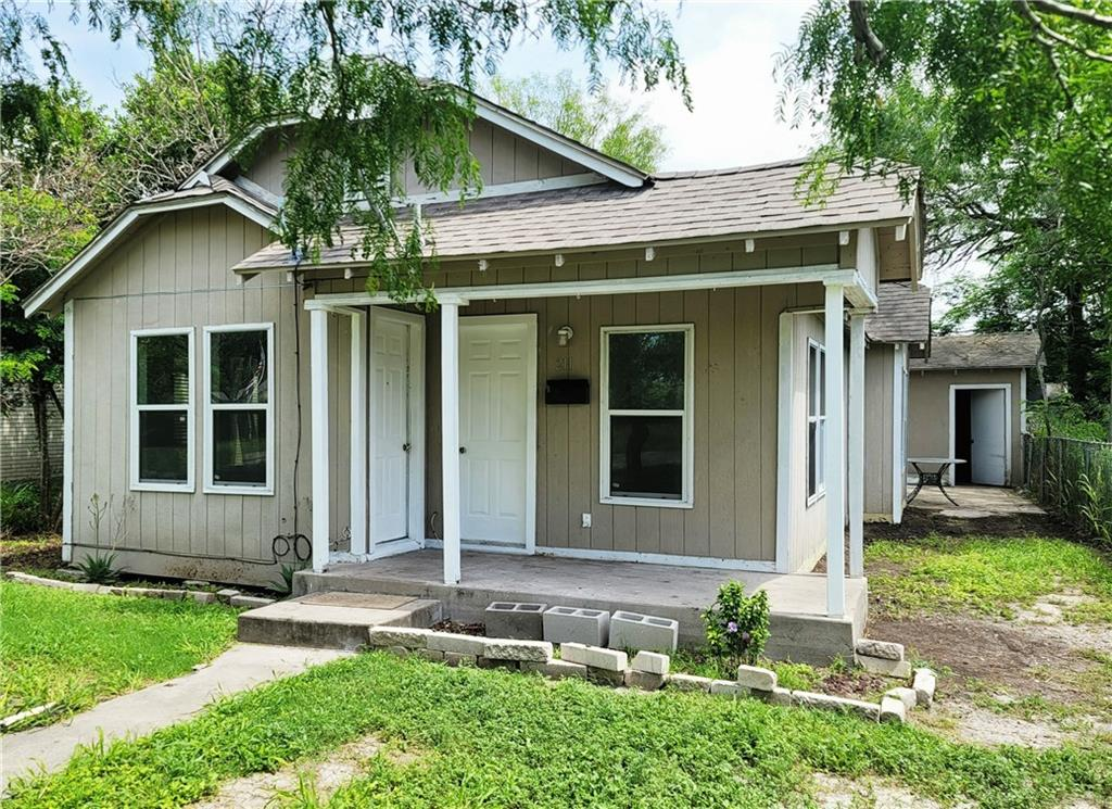 211 E 3rd Street Property Photo 1