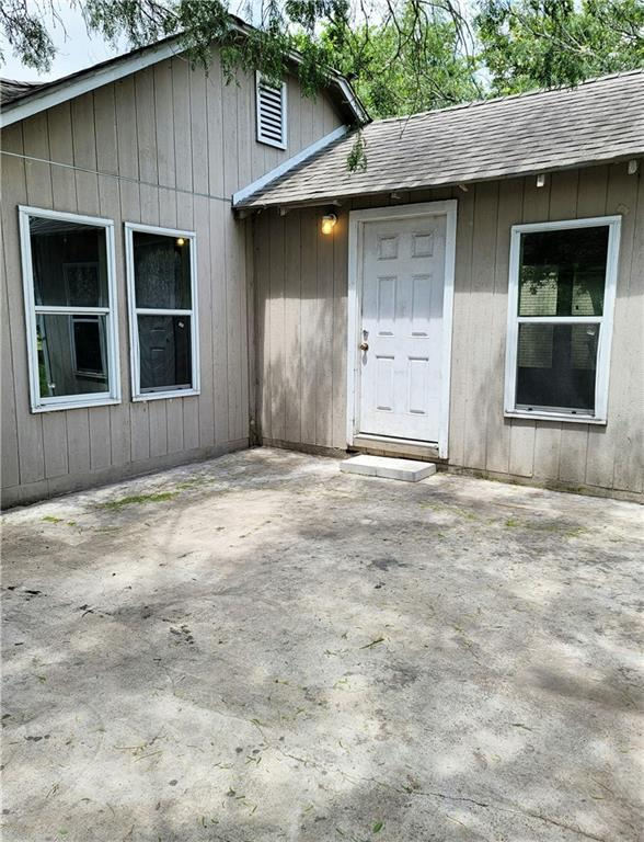 211 E 3rd St Property Photo 8