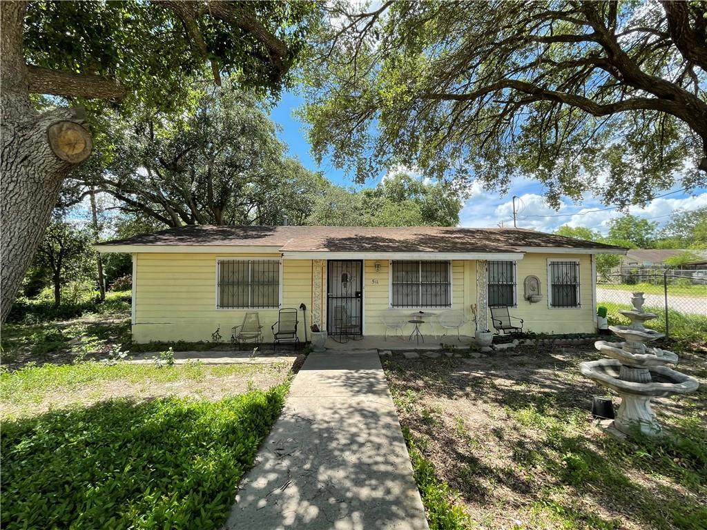 511 N Dr E E Dunlap St Property Photo 1