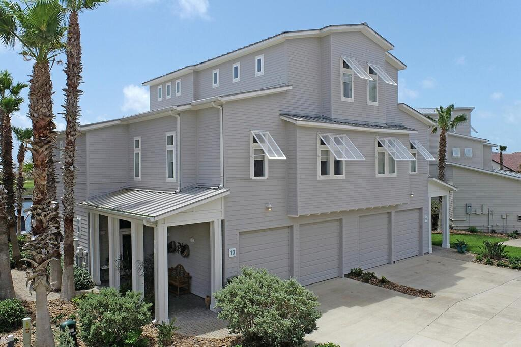 3700 Island Moorings Parkway #13 Property Photo 1