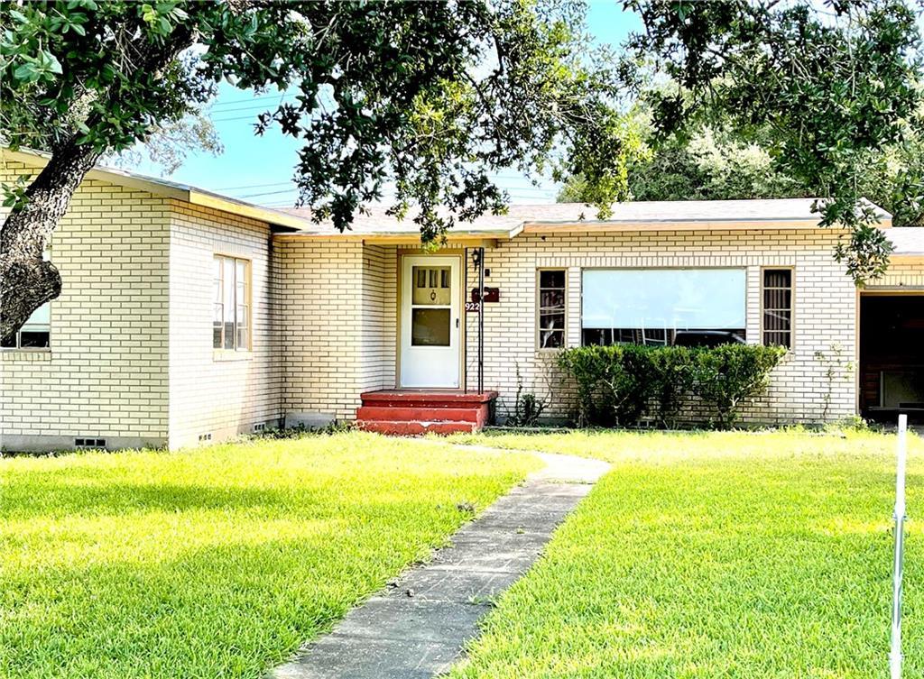922 E Main St Property Photo 1