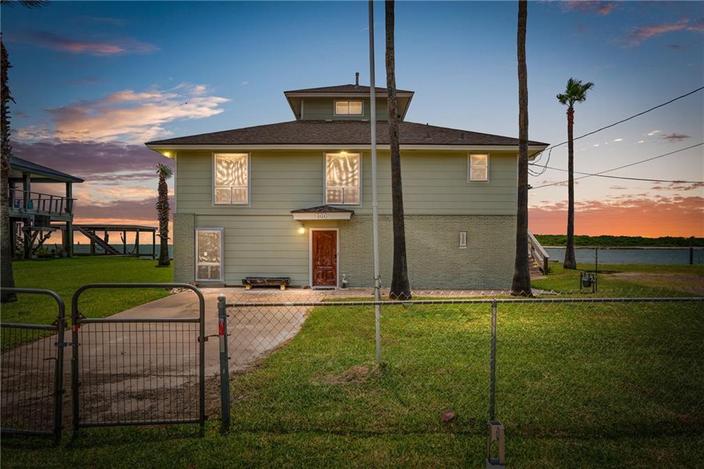 100 Bayshore Drive Property Photo 1