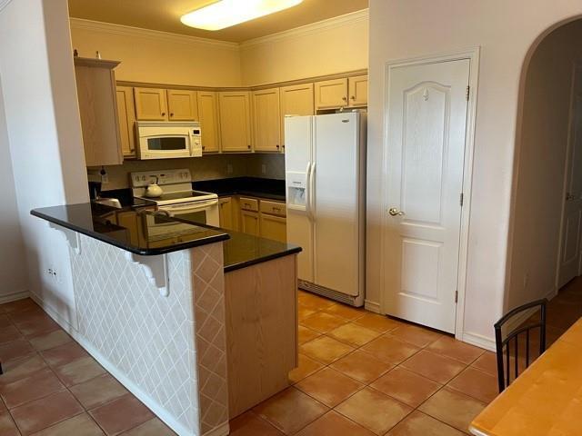14901 Windward Dr 204 Property Photo 4