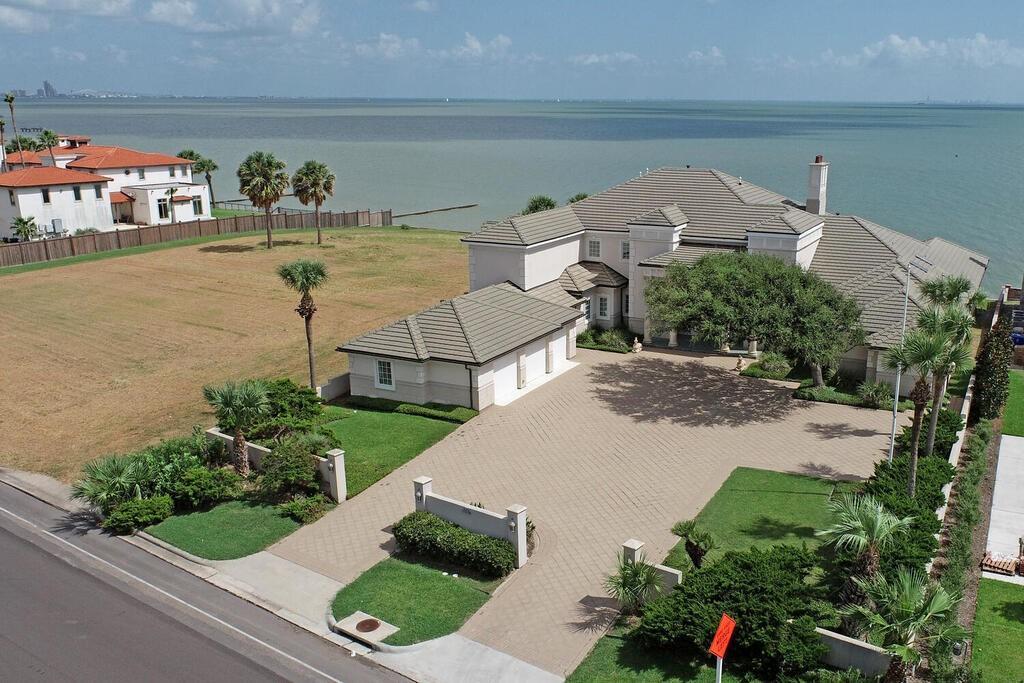 4802 Ocean Dr Property Photo 1