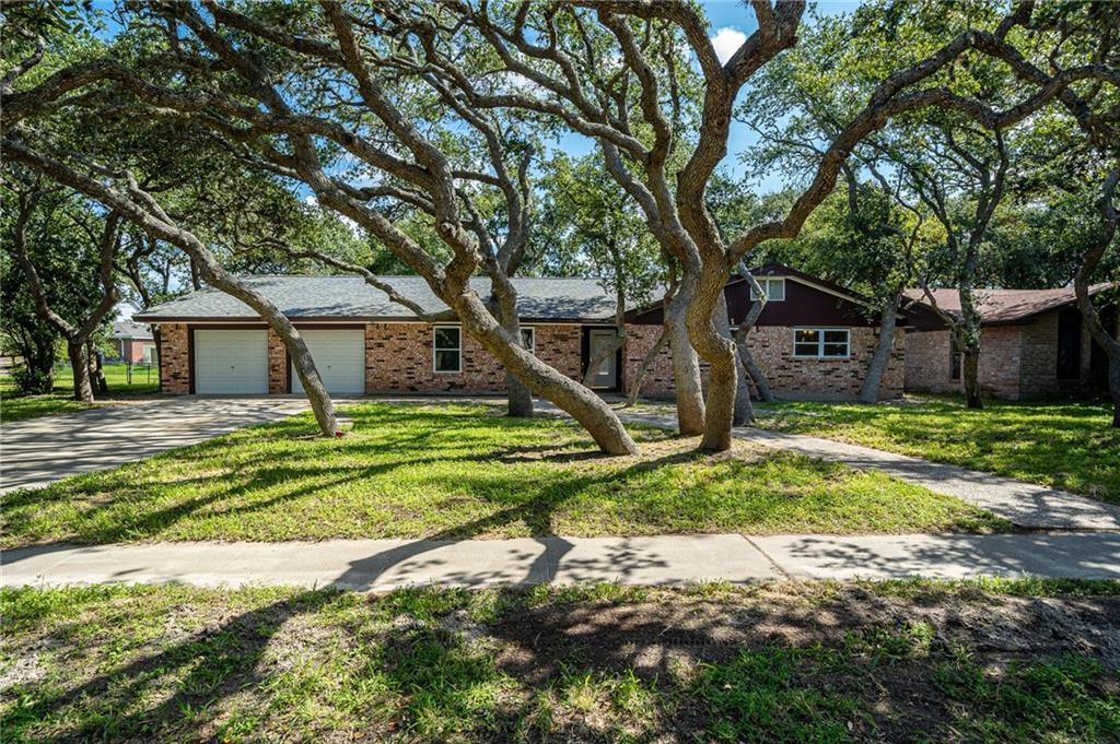 2024 La Quinta Dr Property Photo 1