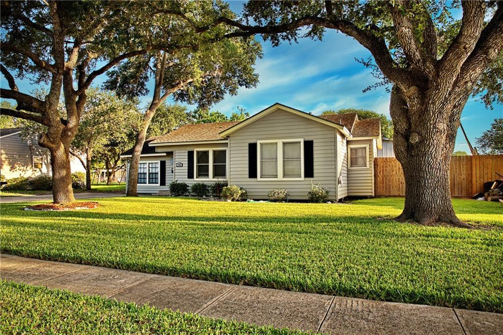 715 E Main St Property Photo 1