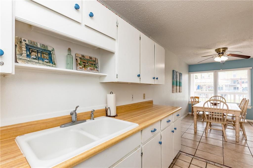 15005 Windward Dr 121 Property Photo 6