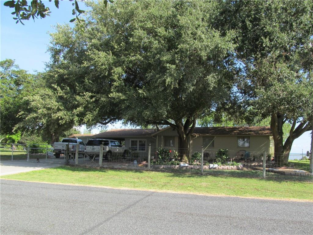 120 Live Oak Property Photo 1