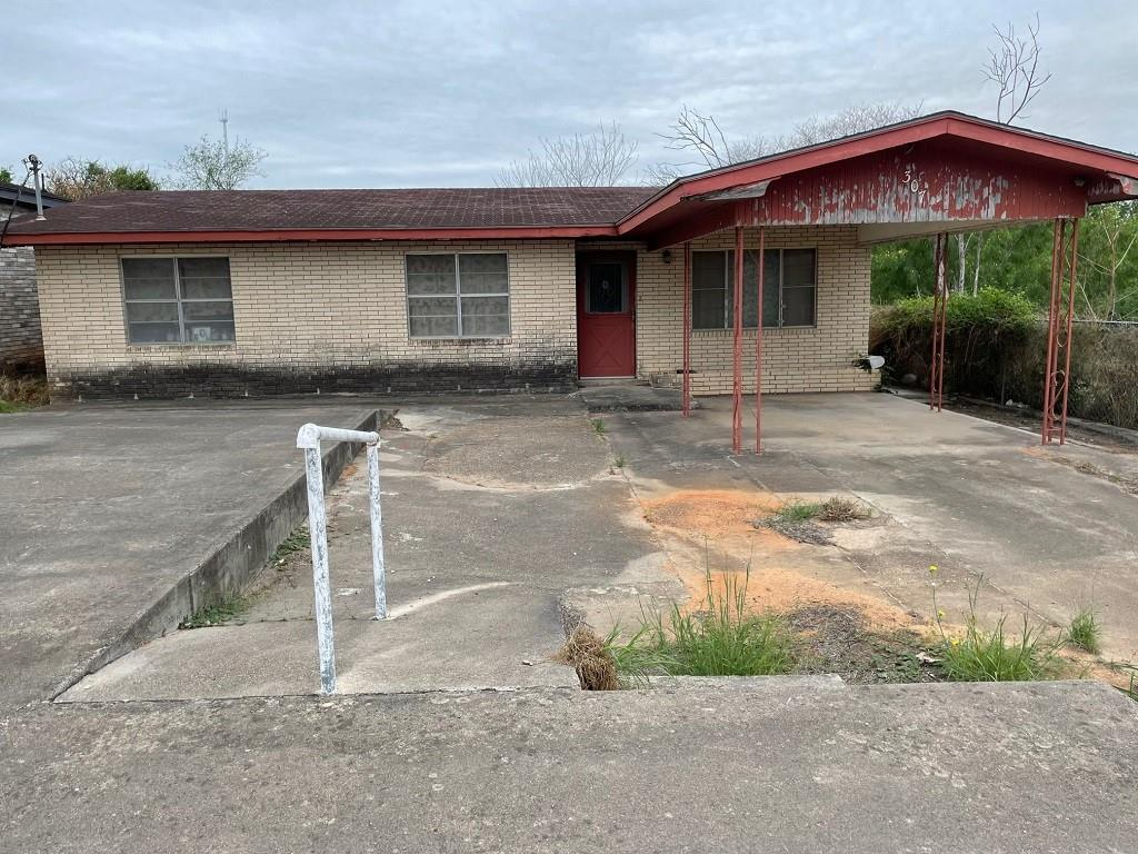 307 E Texas St Property Photo 1