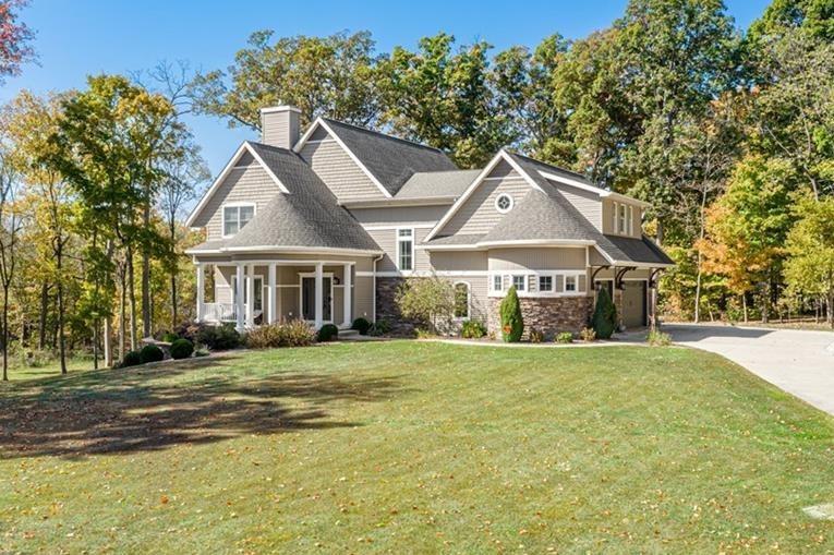 18221 Wild Oaks Drive Property Photo 1