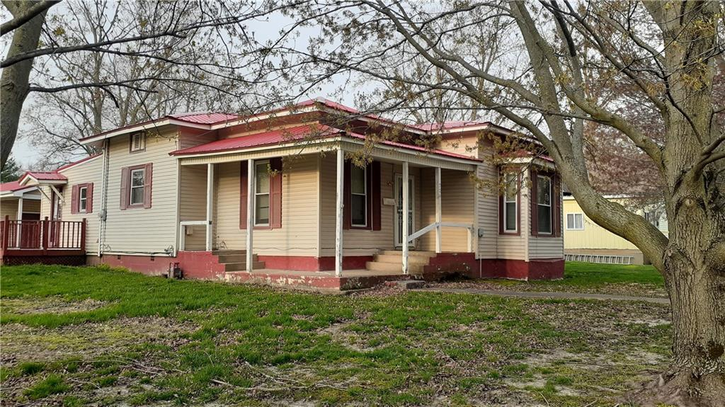 704 Maple Avenue Property Photo 1
