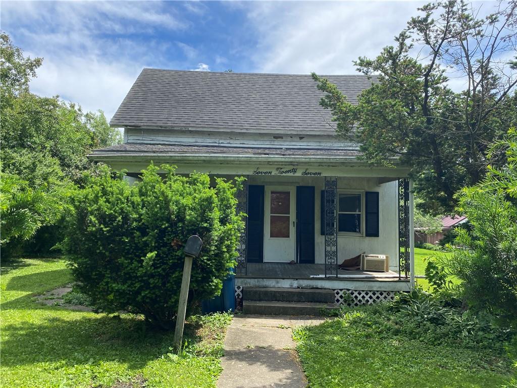 727 E Young Avenue Property Photo 1