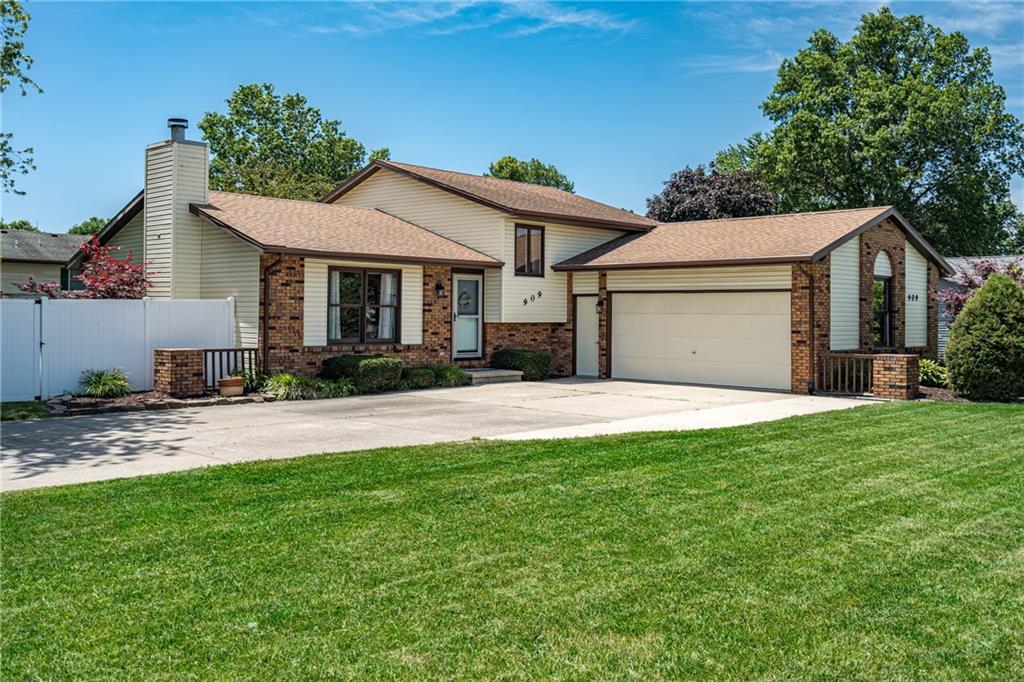 909 W Rickelman Avenue Property Photo 1