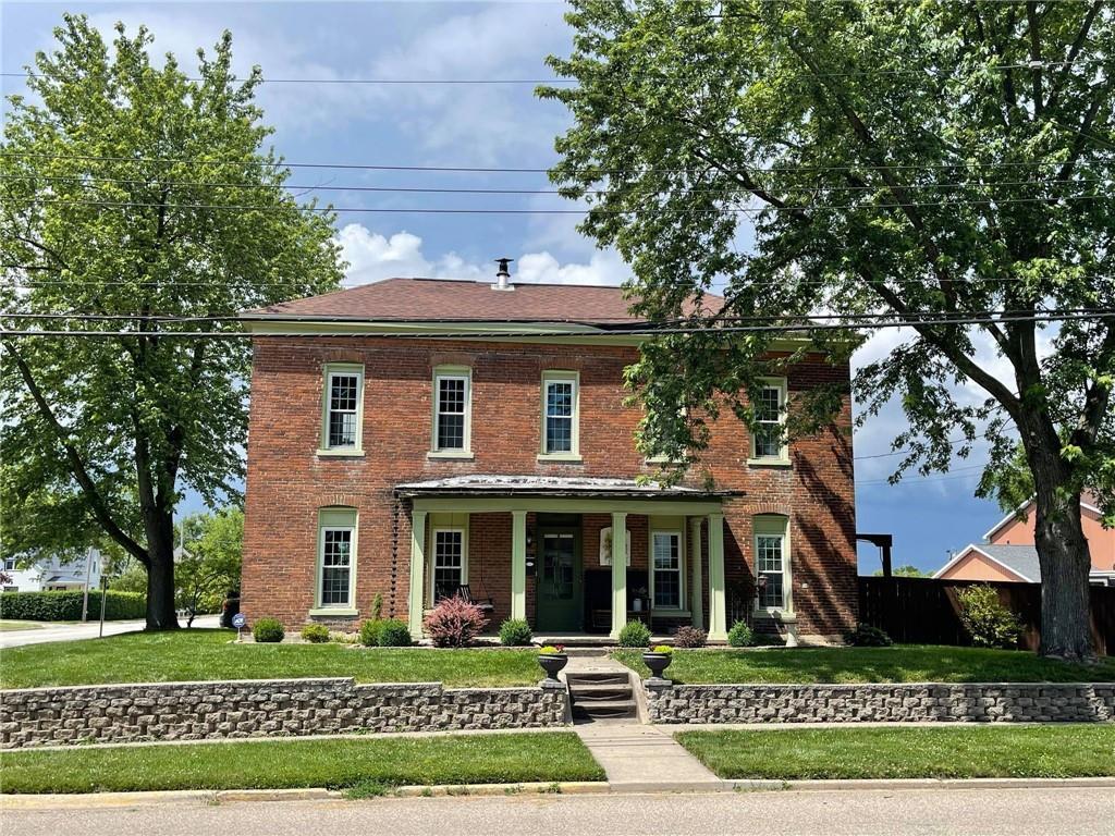 701 E Wood Street Property Photo 1