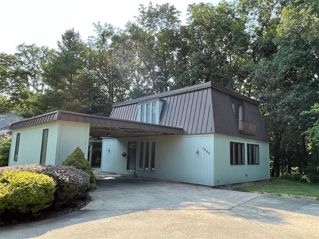 1005 Colony Lane Property Photo 1