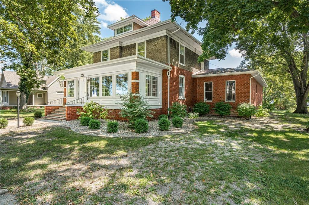 224 N Locust Street Property Photo 1