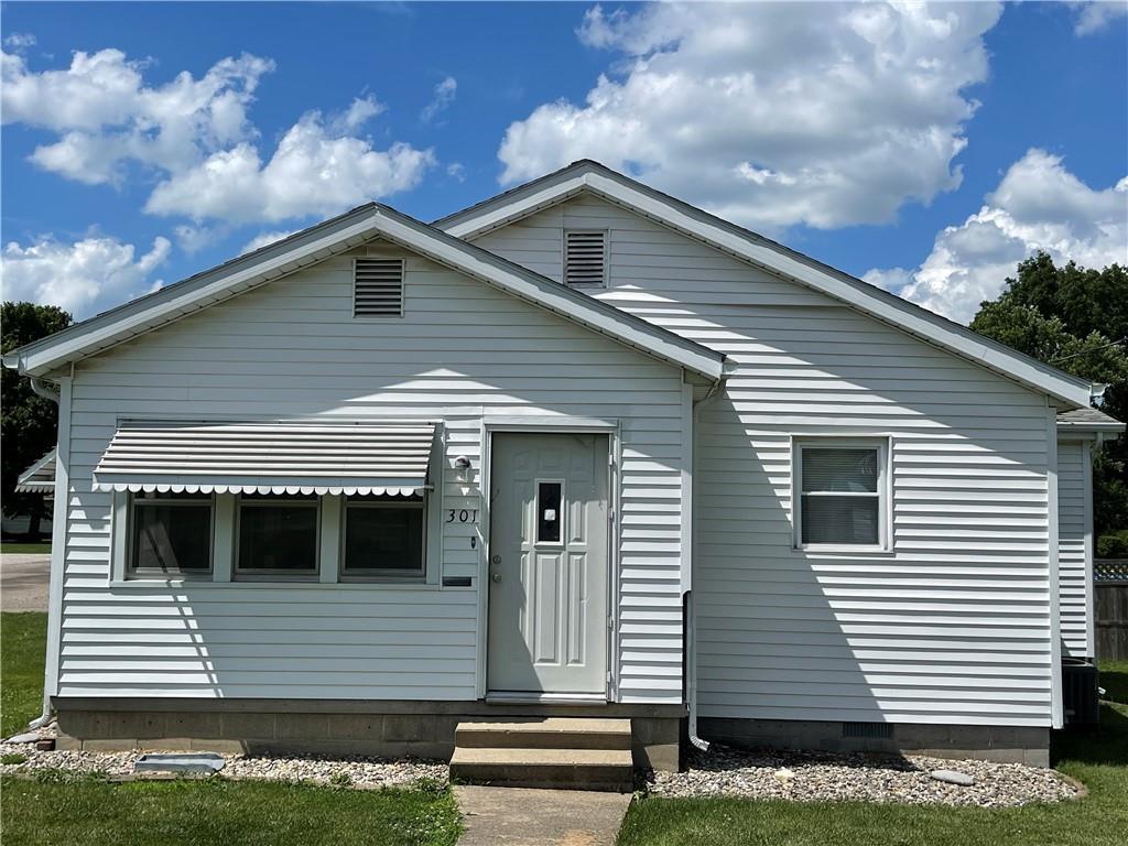 301 E Adams Street Property Photo 1