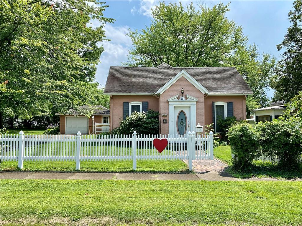 307 Poplar Street Property Photo 1