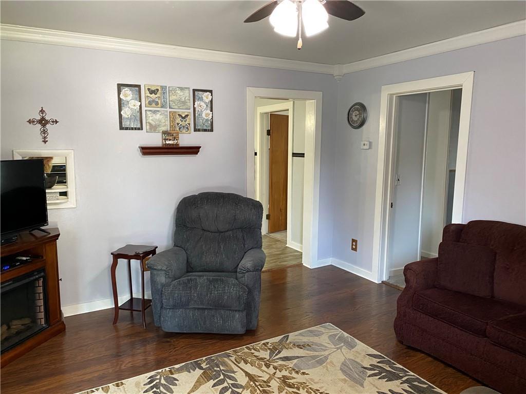712 Prairie Avenue Property Photo 4