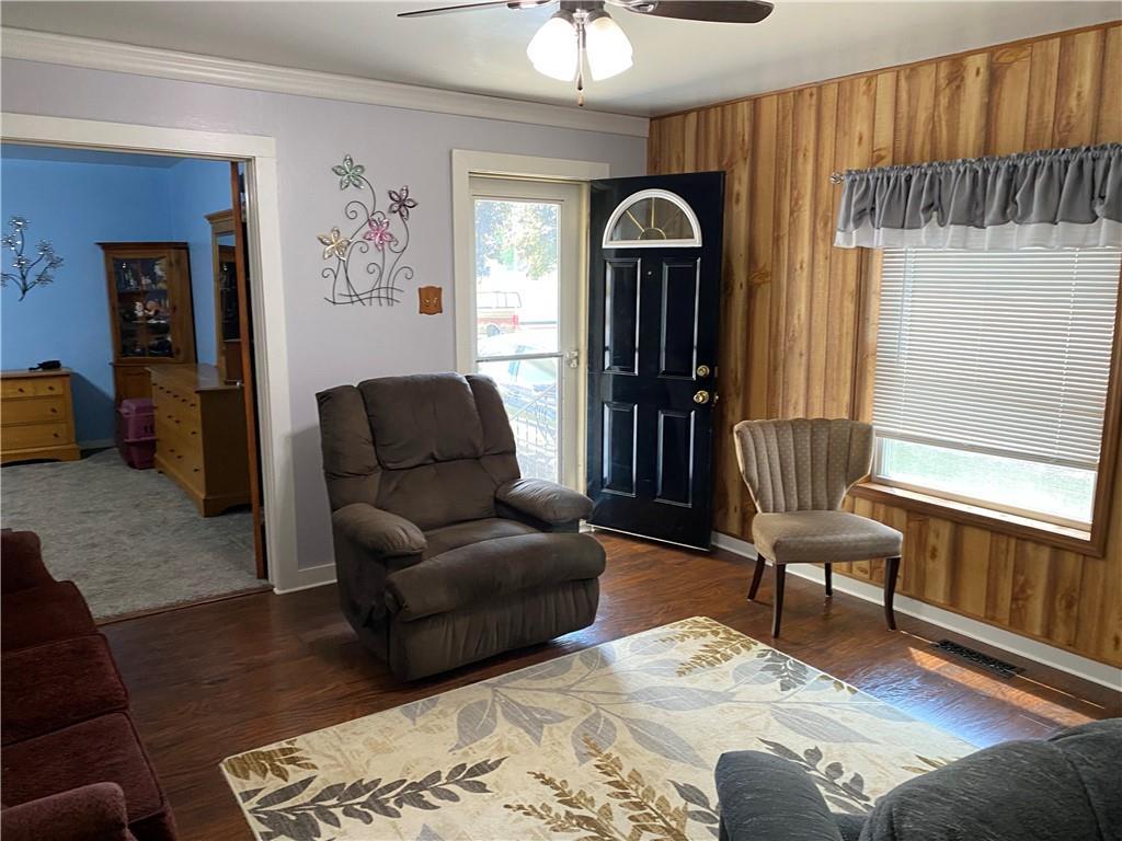 712 Prairie Avenue Property Photo 5