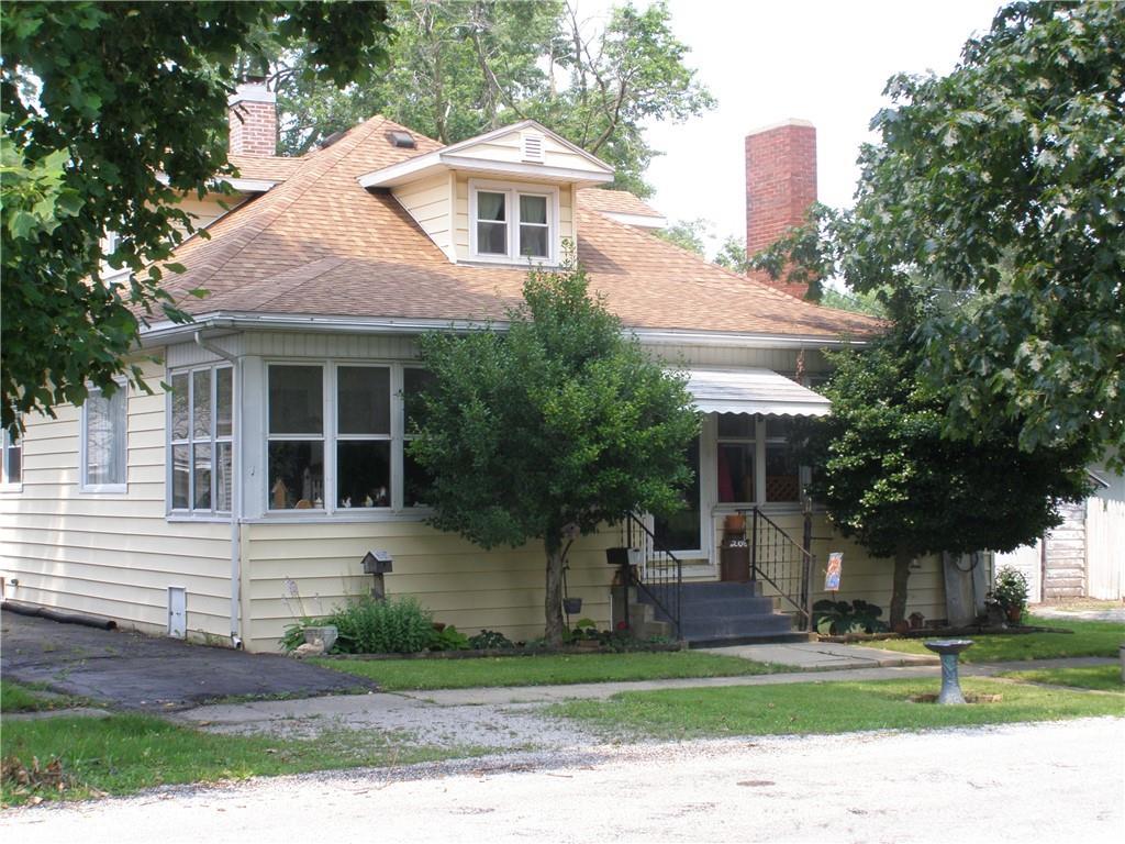 208 E Monroe Street Property Photo 1