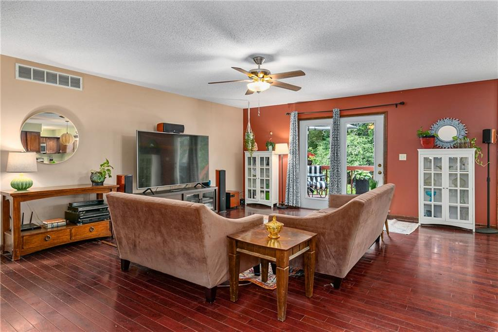 2208 Douglas Street Property Photo 4