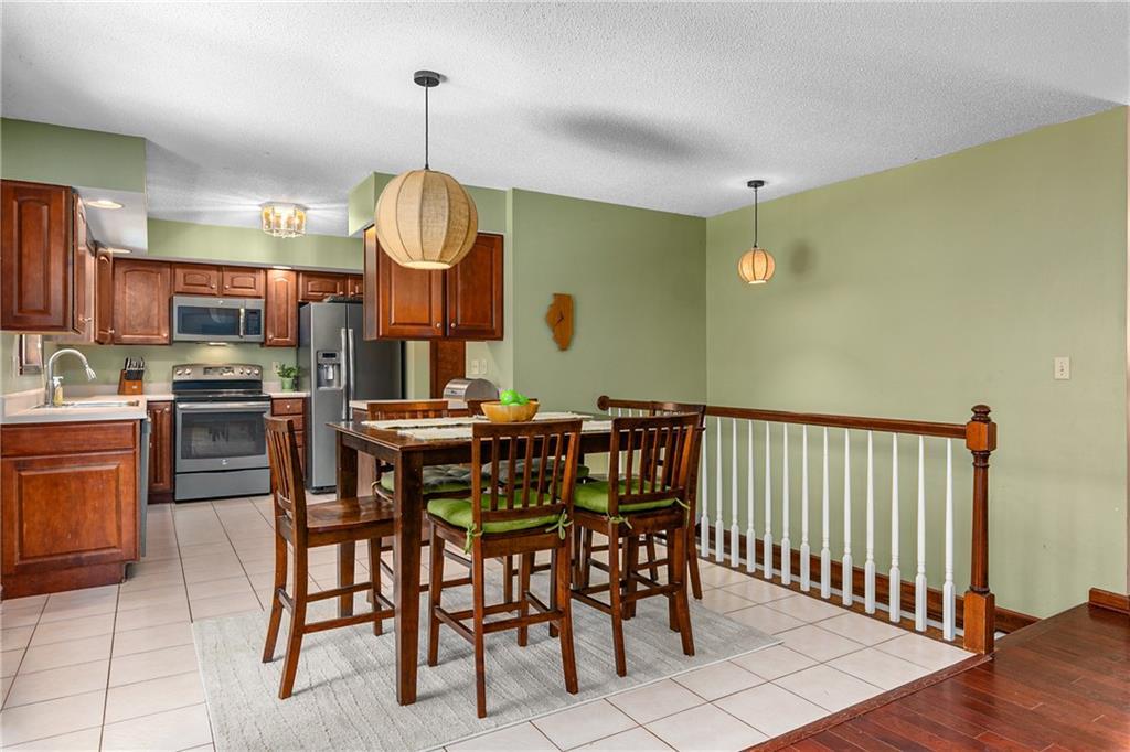 2208 Douglas Street Property Photo 7