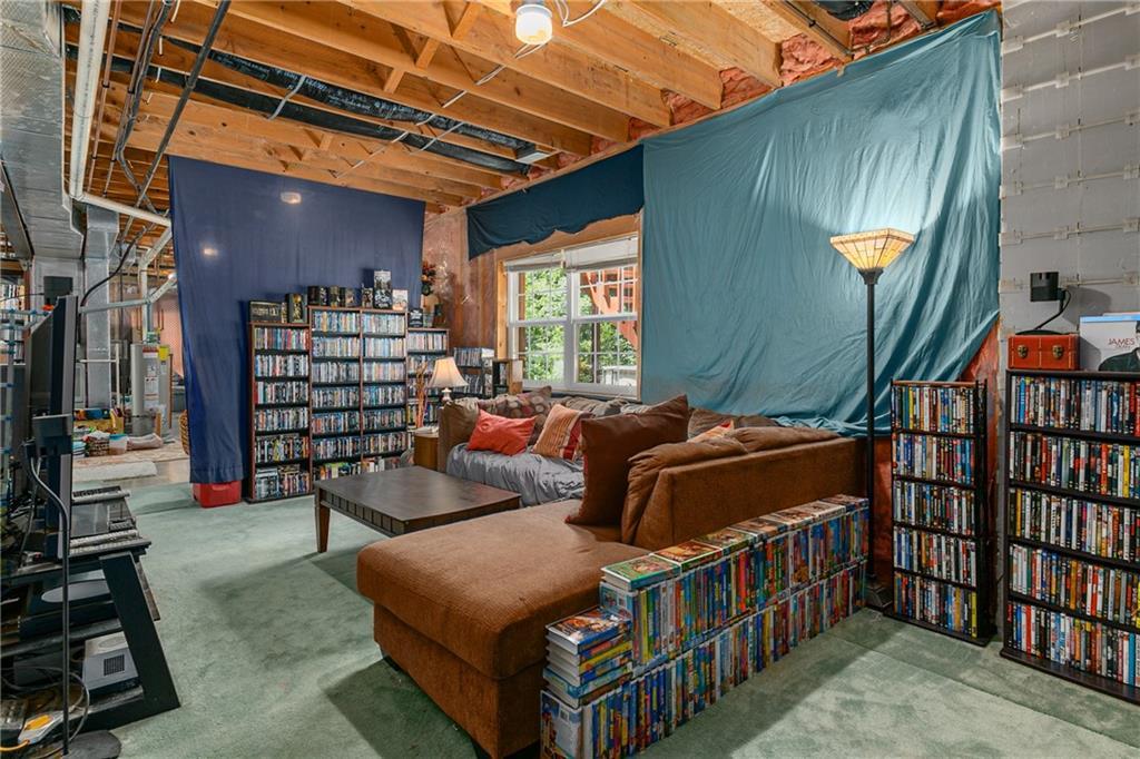 2208 Douglas Street Property Photo 18